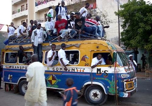 Gli ultimi giorni dei taxi collettivi a Dakar