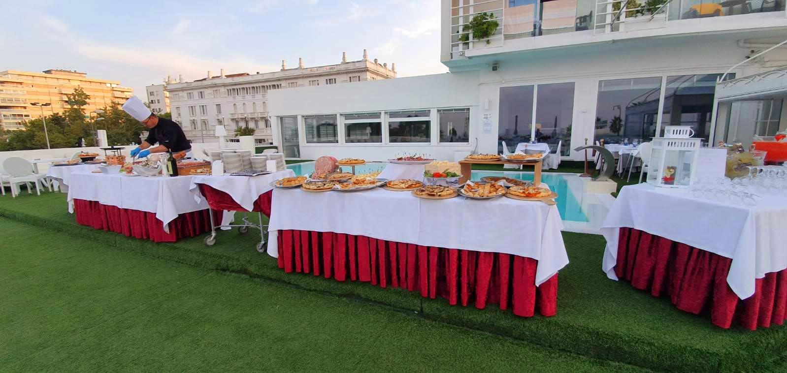 aperitivo al tramonto sul terrazzo